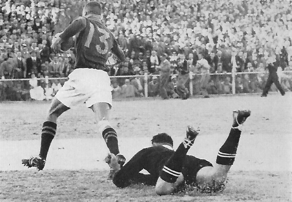 Hennie van Zyl on his way to score his second try having beaten the great Don Clarke. Each of his two tries was a real winger's try, if ever there was one.